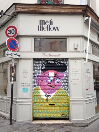 Tutti Frutti, sur le rideau de fer du restaurant Méli Mélo, 55 bis rue de Bagnolet