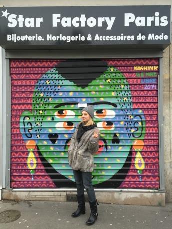 Kashink Genre libre 2014 – sur le rideau de fer de la boutique Star Factory Paris, 4 rue des Orteaux