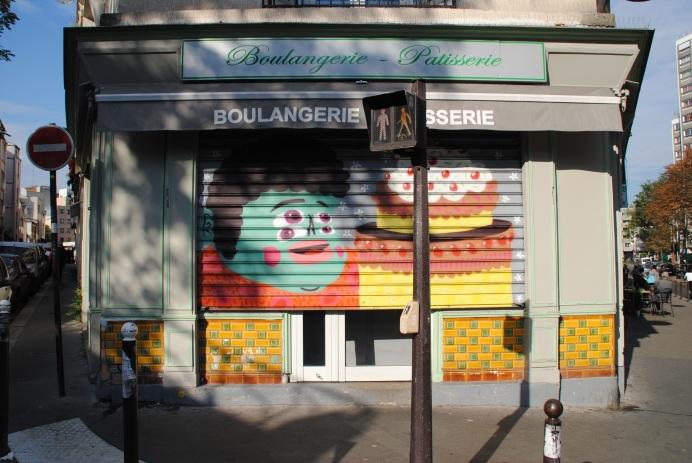 Sans Titre, sur le rideau de fer de la Pâtisserie- Boulangerie, 1 rue du Clos